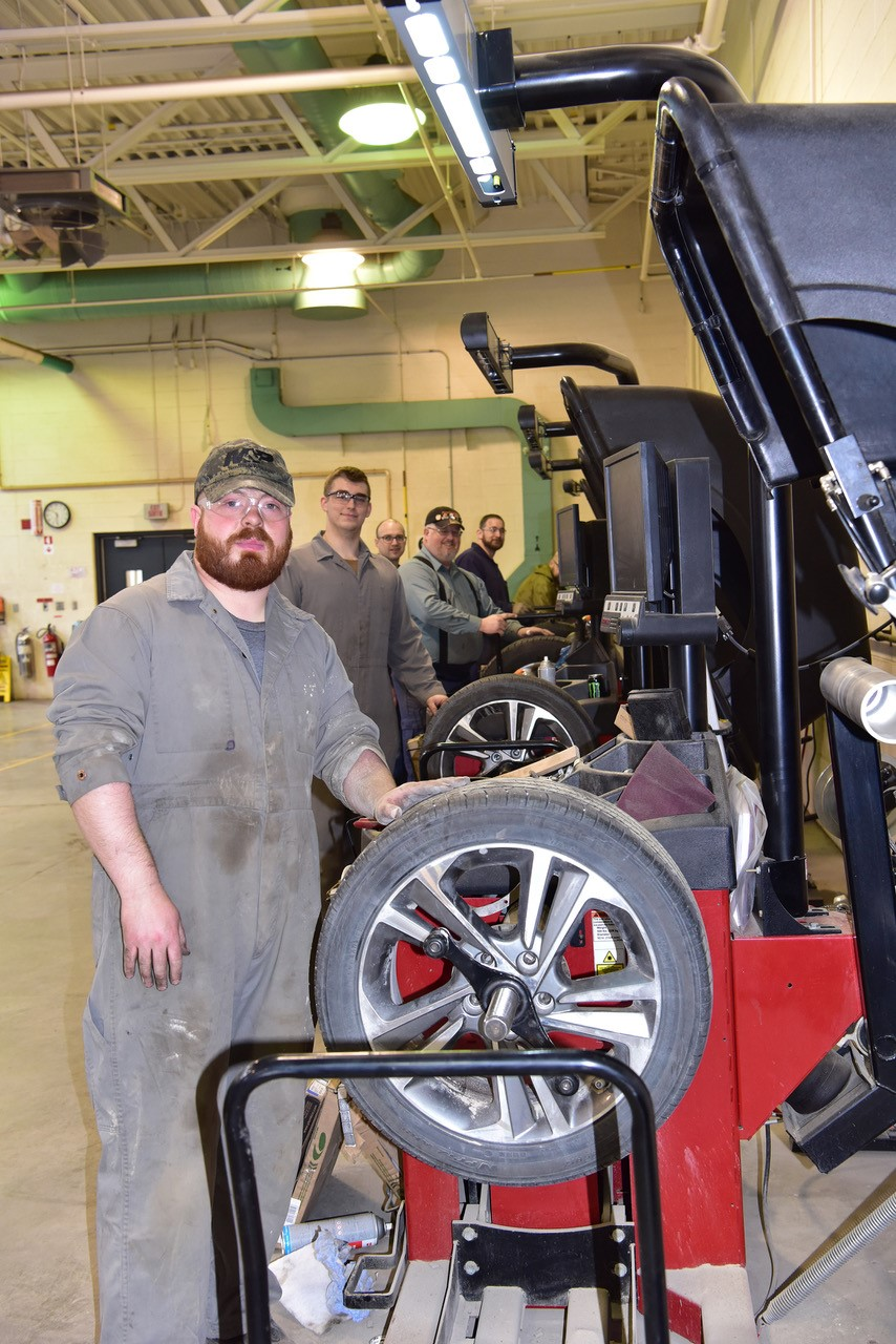 Base Borden employees fundraising with tire swaps